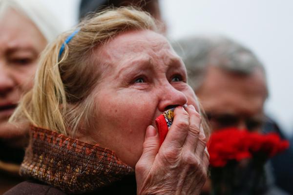 迪拜航空客机失事一周年 俄民众悼念遇难者