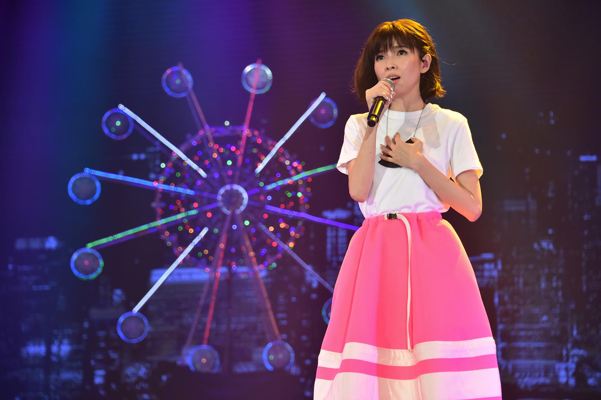 郭美美参加亚洲流行音乐节 演唱新歌感动哽咽