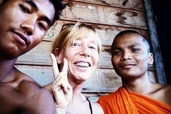 赞!72岁老妇只身环游世界享受旅行乐趣