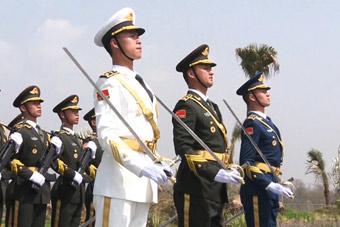 又帅了一脸!中国三军仪仗队首次亮相巴基斯坦