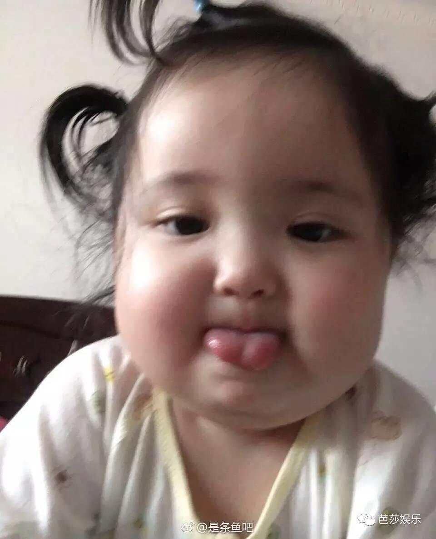 这个两岁的小宝宝也太萌了吧,谢表情飞机30米大长刀表情包届图片
