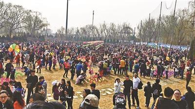 """北京通州风车节被指""""大忽悠"""":与宣传照完全不同"""