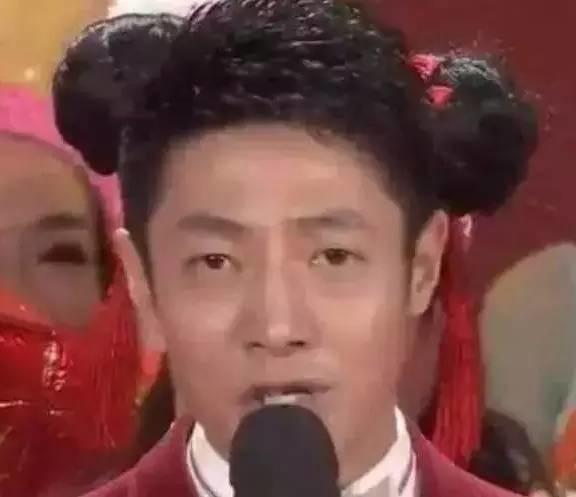 周杰伦穿女装,李易峰戴发箍,王源扎马尾,表情们够醒目懵诈明星包傻扮图片
