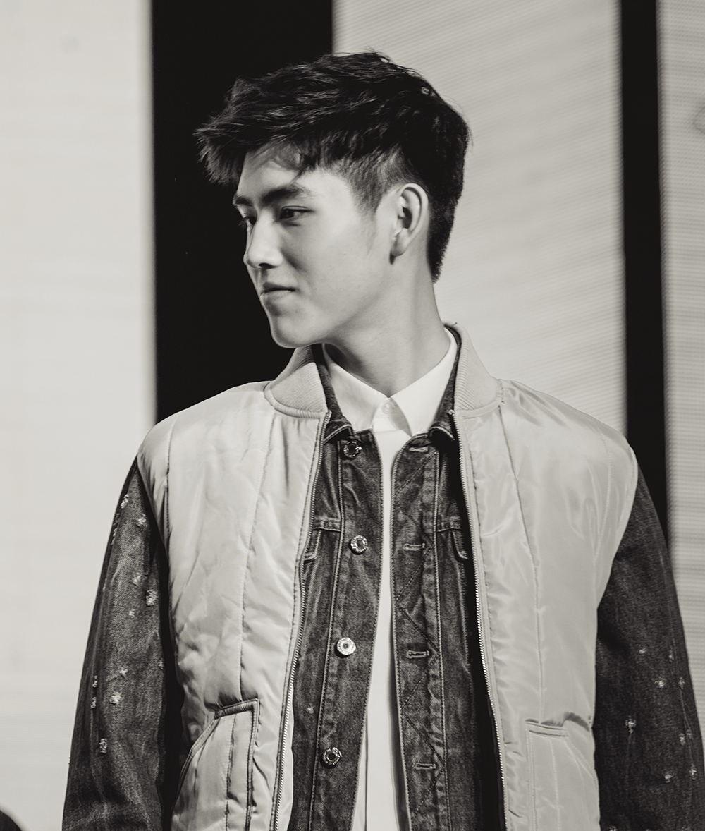 陈凯歌儿子亮相 17岁的他长了小说男主脸