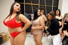 巴西上演胖美人时装秀