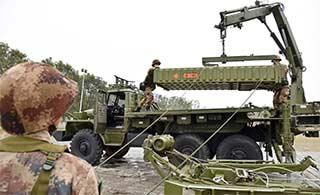 导弹部队联系吊运道尔导弹