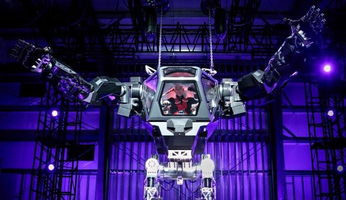 亚马逊CEO驾驶世界首款载人机器人Method-2亮相