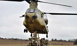 美士兵用支奴干吊装最轻155炮