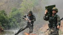 云南西双版纳武警开展热带丛林反恐演练