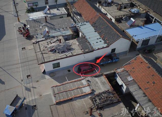 小偷作案后驾车消失 警察利用无人机发现踪迹
