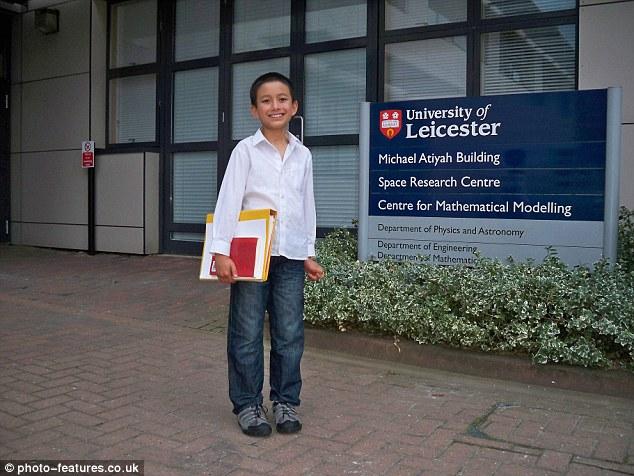 """英国14岁天才少年受聘大学 被称""""人工计算器"""""""