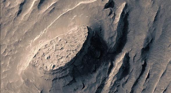 芬兰制片人带你感受在火星表面飞行体验