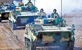 装甲旅集群训练战车浩浩荡荡