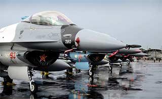 美F16在澳扮俄战机对抗训练