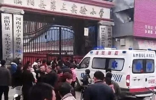 河南濮阳一小学发生踩踏事故 已造成两名学生死亡