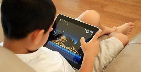 孩子试玩iPad下手太重 店长不满挥拳打家长