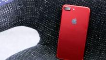 外国网友开箱苹果最新红色iphone7