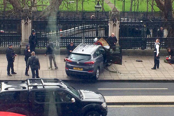 英议会大厦外独狼式恐袭致至少5死40伤