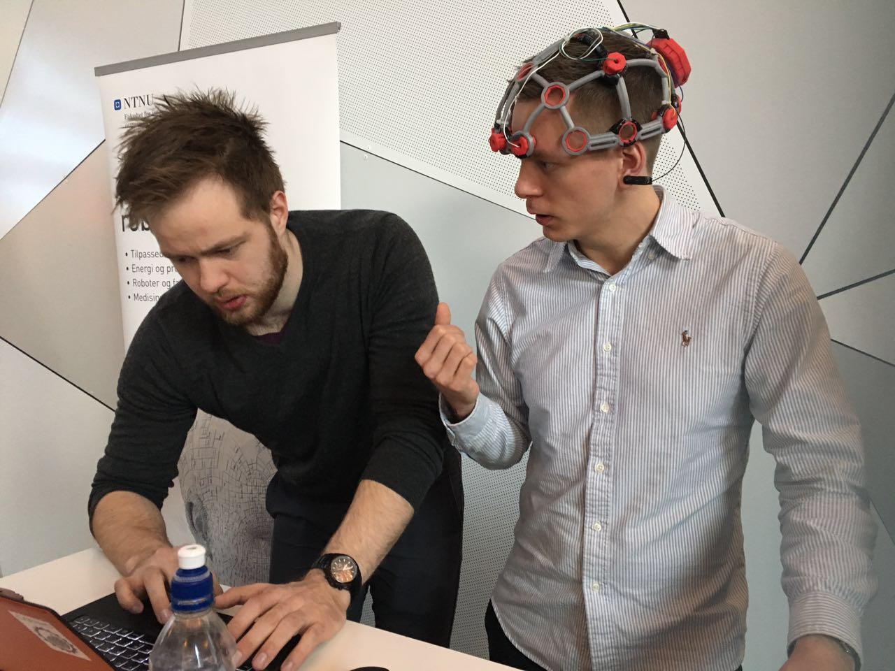 受华裔专家启发 挪威实验室现场展示意念控制无人机