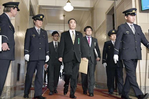 """森友学园理事长就安倍""""地价门""""接受国会议员质询"""