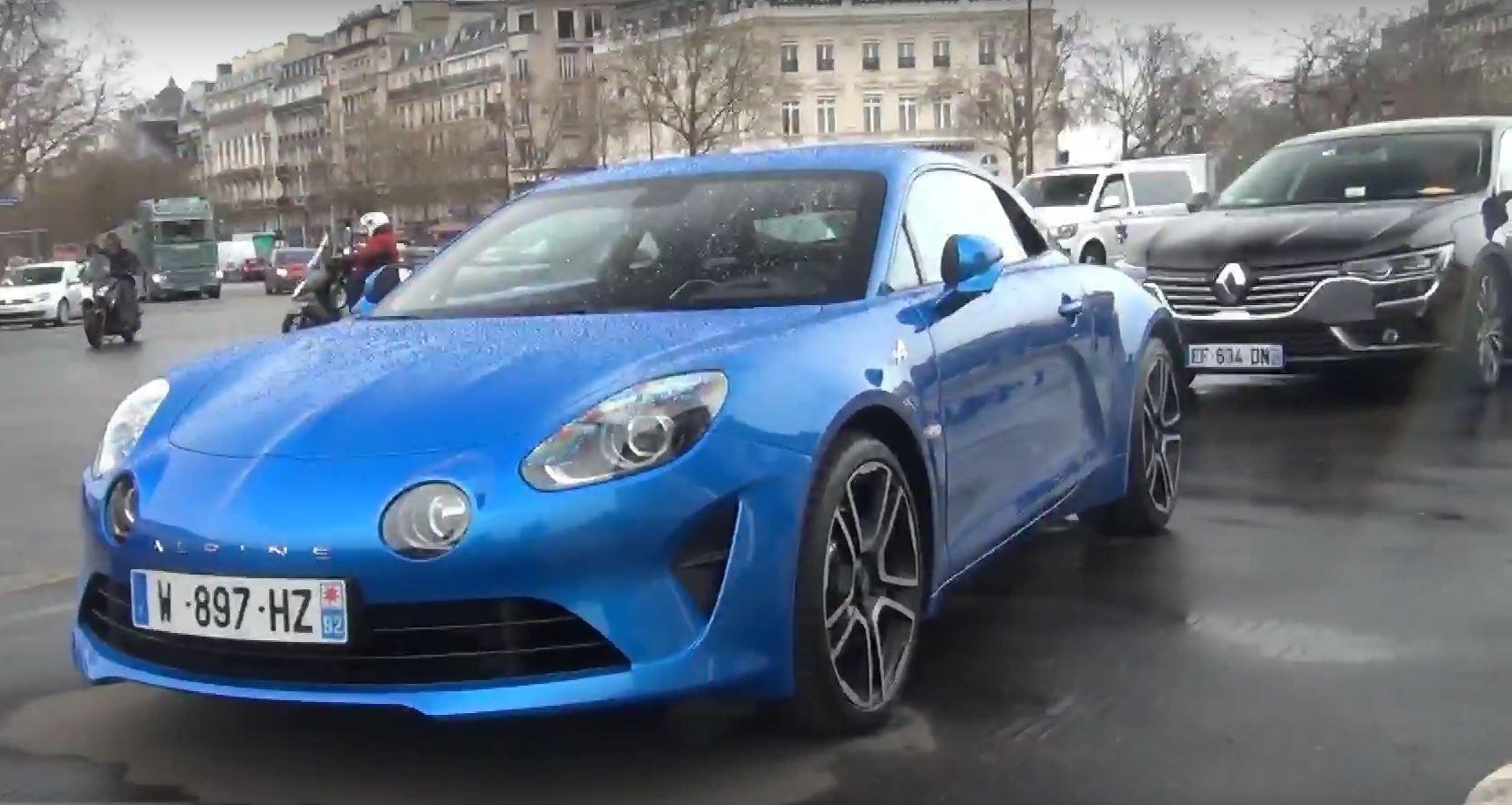 Alpine A110轿跑实车现身巴黎街头 街拍亮相