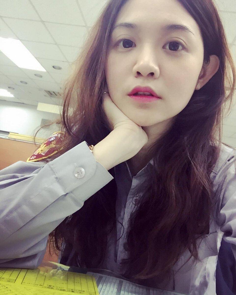 台最美女网友爆照出庭视屏直呼:超想走红被她床美女法警图片