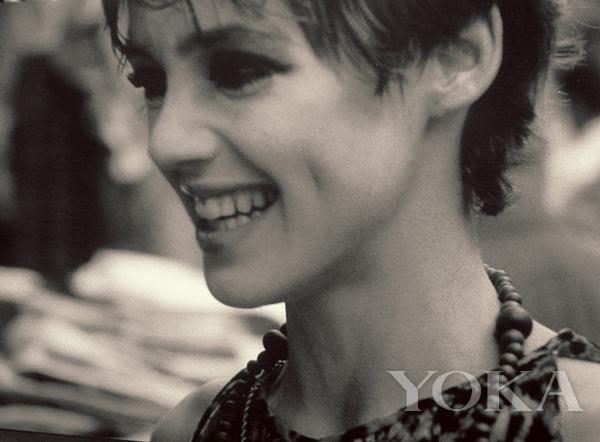 她貌美不输梦露、被安迪沃霍尔奉为女神 却在28岁身陨