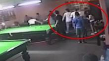 泰国一警察儿子桌球室内用球杆殴打人致死