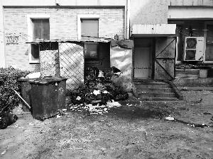 大鸭梨烤鸭店厨余垃圾堆小区