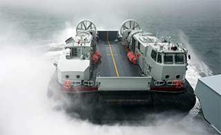 气垫登陆船南海演练登陆