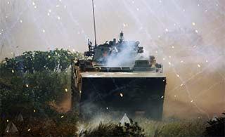 陆战队演练战车突进气势汹汹