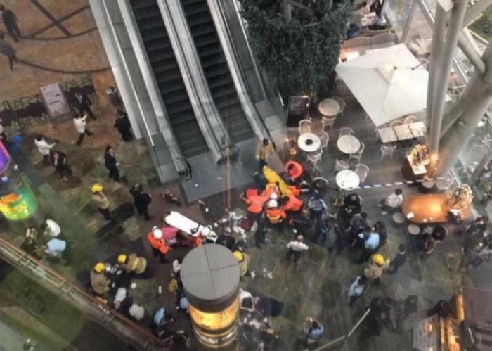 """香港旺角""""通天扶梯""""发生故障 致多人跌倒受伤"""
