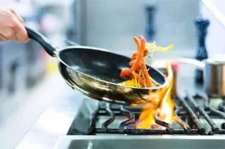 厨房里的这些陷阱,做饭的人一定要清楚,关乎着一家人的健康!