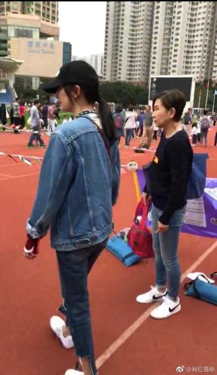 好着呢!杨幂刘恺威参加女儿班级活动 一家人同框