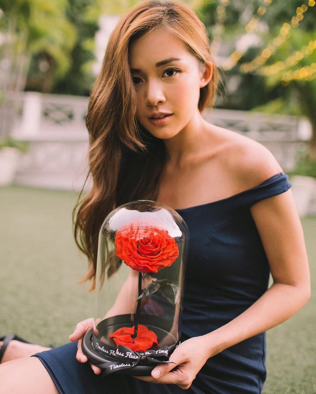 """新加坡国立大学女生晒照  网友赞""""不折不扣美女学霸"""""""