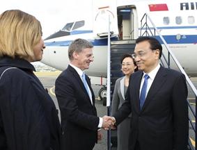 李克强访问新西兰 新西兰总理夫妇机场迎接