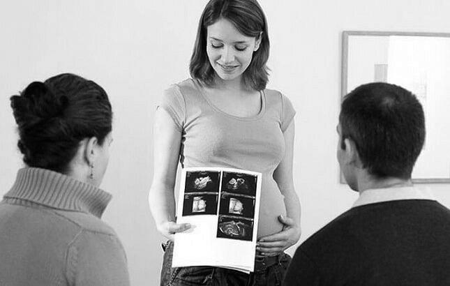 俄罗斯每年代孕十万婴儿 是否禁止代孕引发争论