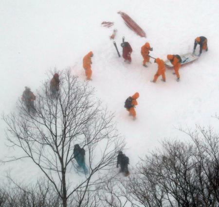 日本栃木县滑雪场发生雪崩 造成8人死亡40人受伤
