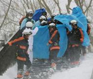 日本一滑雪场发生雪崩 多名师生被埋