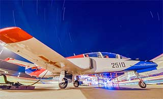 夜空下K8教练机上演绝美大片