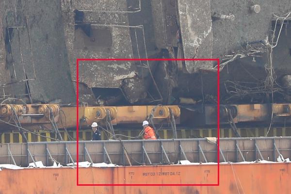 世越号沉船打捞现场发现疑似失踪者遗体