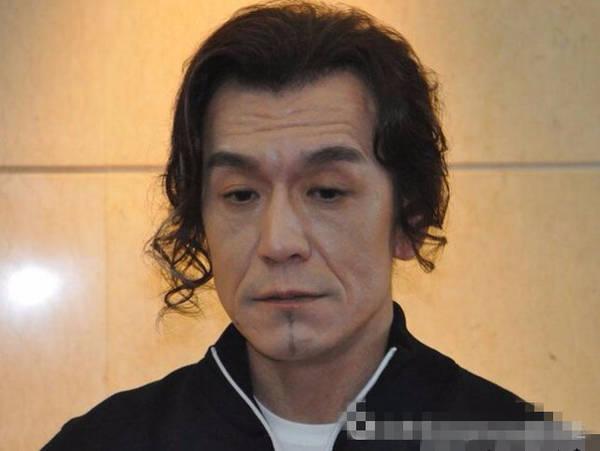 48岁李咏近照曝光 抬头纹严重显老态