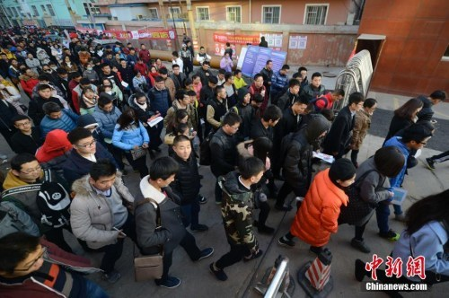 24省份下月同日举行公务员省考 招录规模近12万