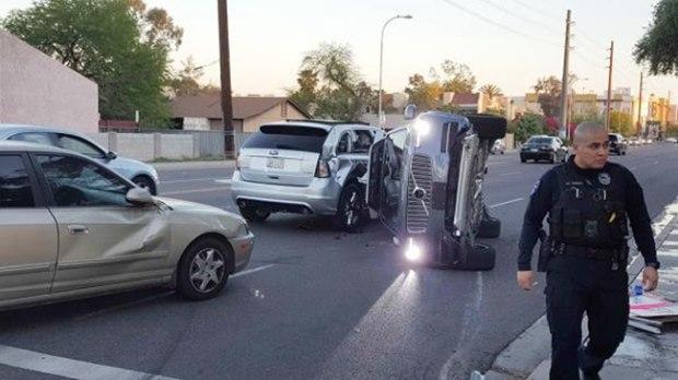 暂停自动驾驶测试 Uber测试车辆被撞翻
