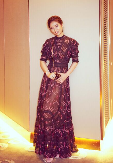 林心如薄纱长裙仙气足 完美衬托优雅气质