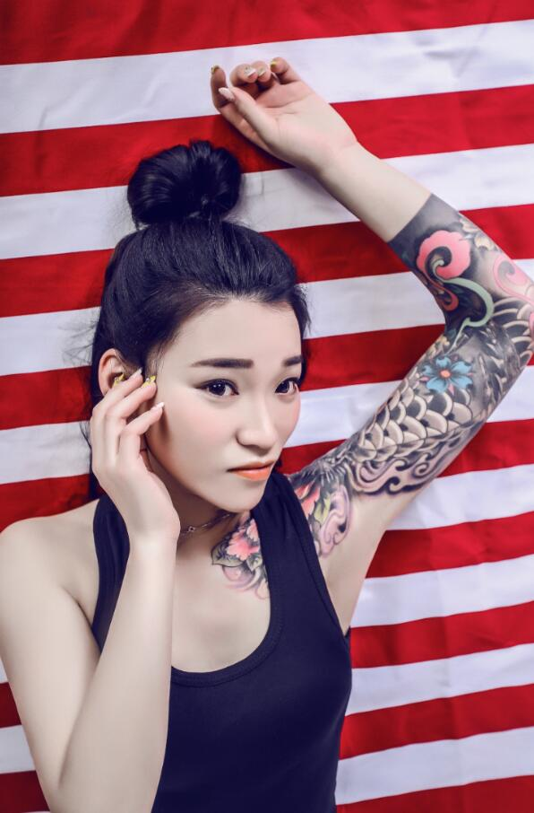 娱乐 娱乐要闻 正文    杜小爱因左臂纹身,凭借一首单曲小情歌《我爱