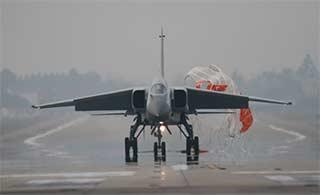 南部战区飞豹战机跨昼夜飞行