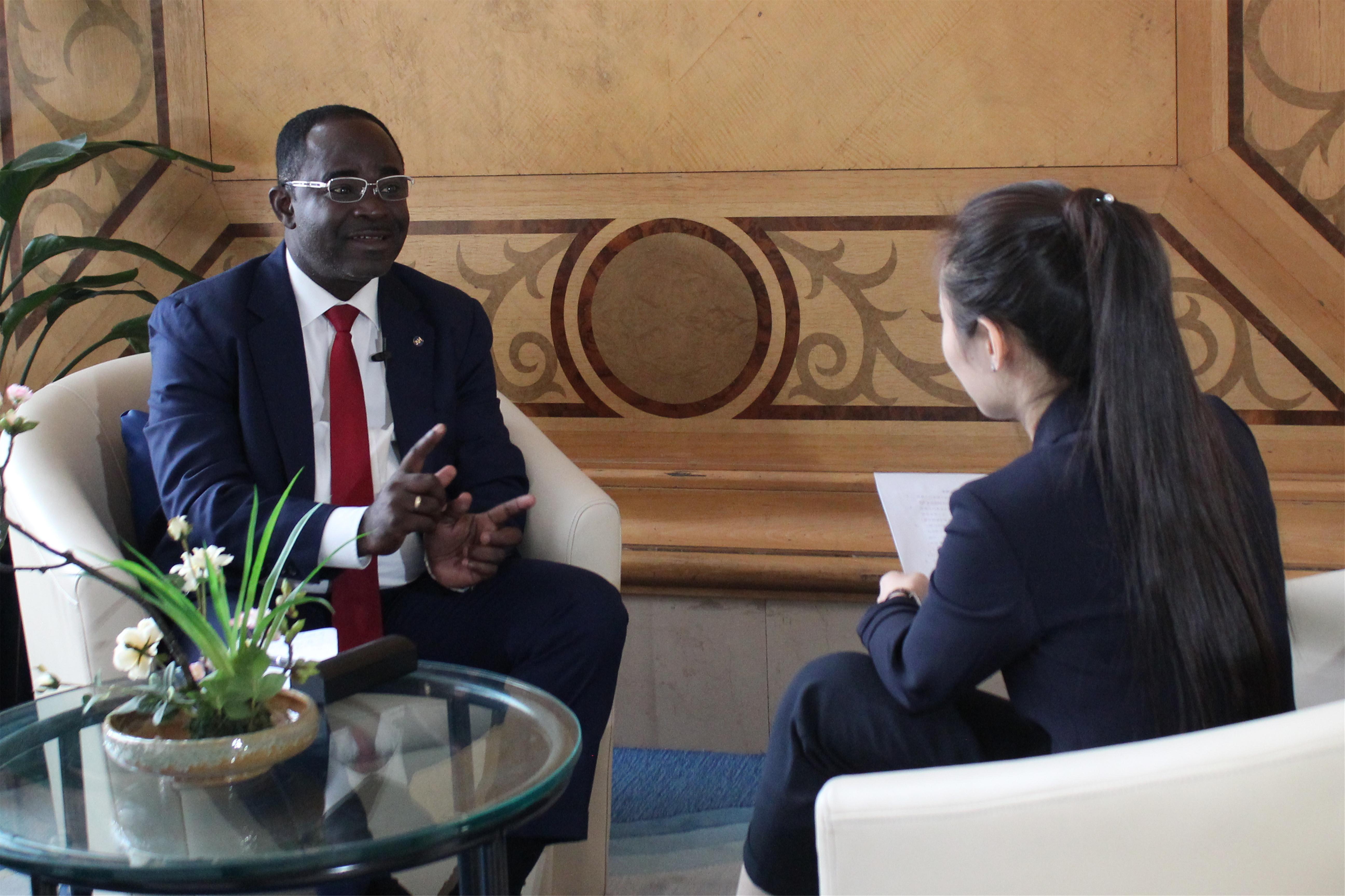 """赤道几内亚留华同学会主席埃拉:""""一带一路""""是中国经济发展的明智选择"""