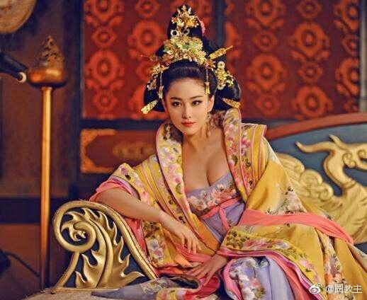 范冰冰和张馨予都扮演过武媚娘,同样的女皇造型,谁赢?[心][心][心] 