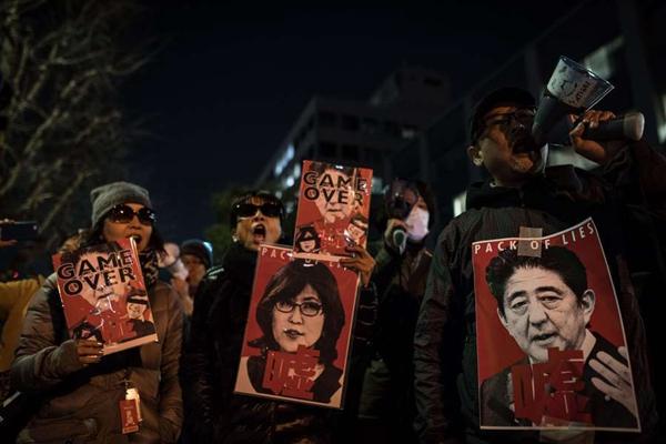 东京市民街头游行 抗议安倍政府及其安全法案